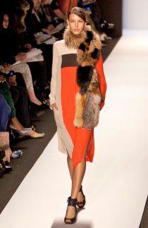 model_bcbg_max_azria_for_fall