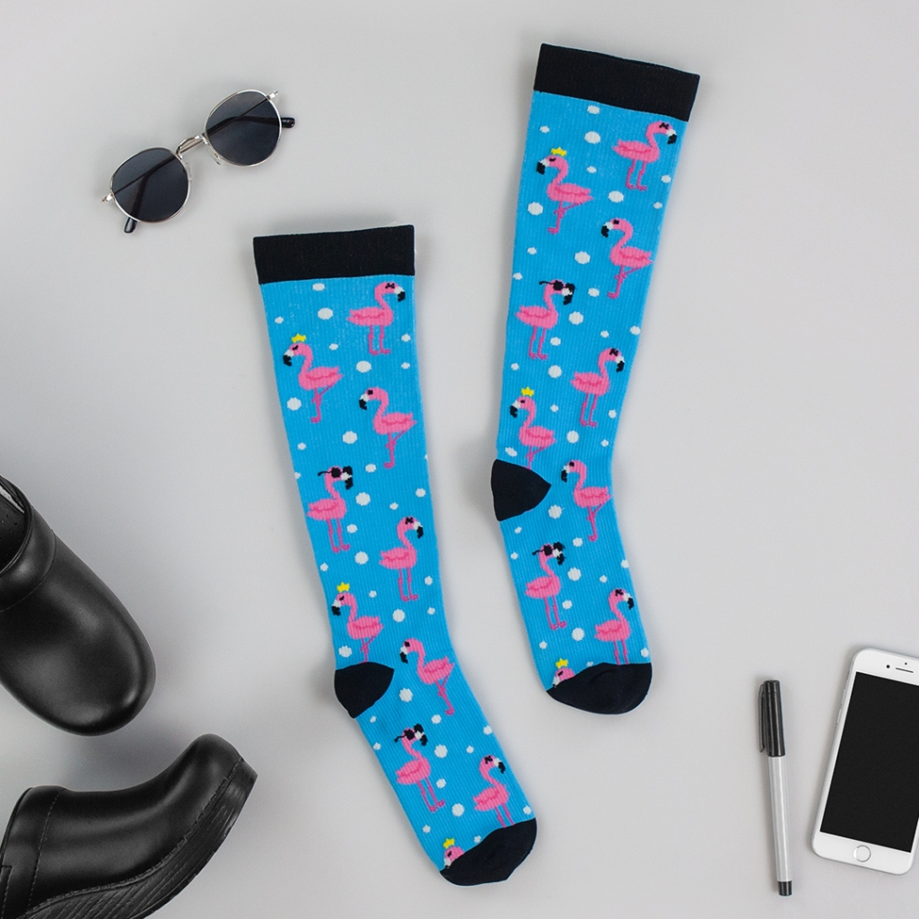 These compression socks feature a 10-14 mmHg gradient compression and is made of 90/8/2 nylon/elastic/spandex.