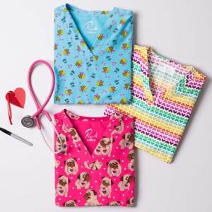 With a self-banded crossover V-neckline, the Maevn Bee Mine printed scrub top is the charming finishing touch to the season of love. The top includes front princess seams, side slits and 3 pockets for storage. The fabrication is 92/8 poly/spandex, giving the scrub top a soft stretch. Finish your look with matching scrub pants in hot pink or black!