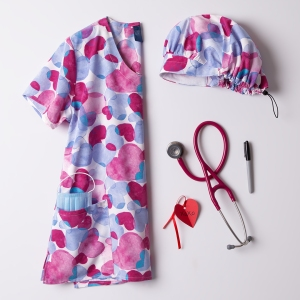 Zoe + Chloe's Sentimental Hues print scrub top is perfect for this season of love! It presents a soft round V-neck with 2 side pockets and side slits. The top has a fabric content of 92/8 poly/spandex for a soft stretch feel. Match the top with the coordinating scrub hat and pants in white, pink or ceil!