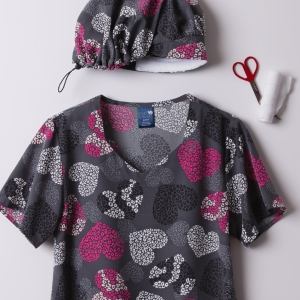 From Zoe + Chloe, the Wild at Heart print scrub top has 2 front patch pockets and a pen slot . The uniform shirt also includes side slits for optimal comfort. A soft stretch top, the fabric content consists of 92/8 poly/spandex. Finish your new look in a pair of hot pink or black scrub pants & the top's matching scrub hat!